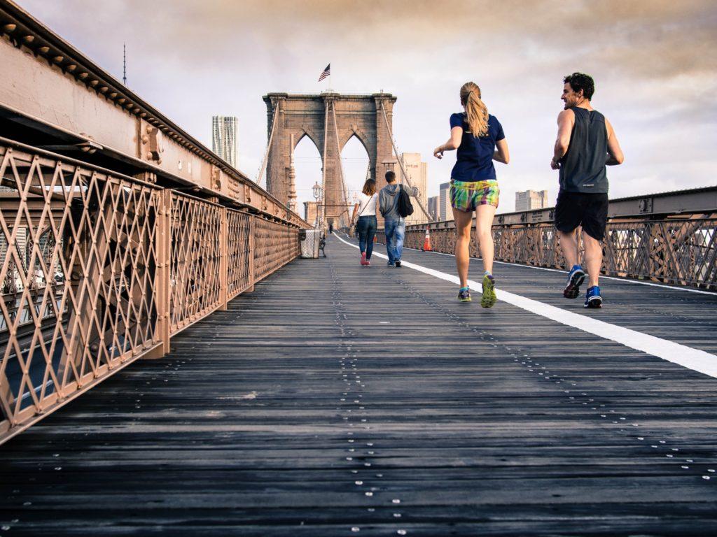 Personnes faisant leur jogging