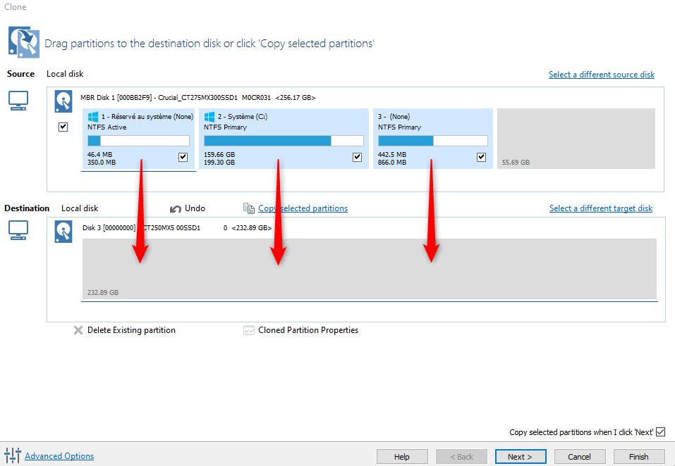 Glisser-déposer des partitions à cloner, du disque source sur le disque de destination, dans Macrium Reflect Free.